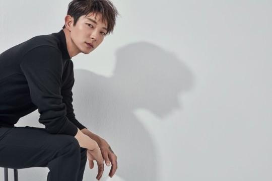 """""""Lee Joon Gi regresa en una nueva pieza de trabajo. Con el director Kim Jin Min. Los puños y el conocimiento legal tambien van a ser mostrados en 'Sang-Pil' el abogado de elite que sera trasmitido en Mayo."""" 0003727733_001_20180227130312935"""