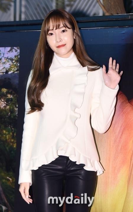 [단독] 제시카, 소시 탈퇴후 첫 국내활동 시작…뷰티 프로 MC | 인스티즈