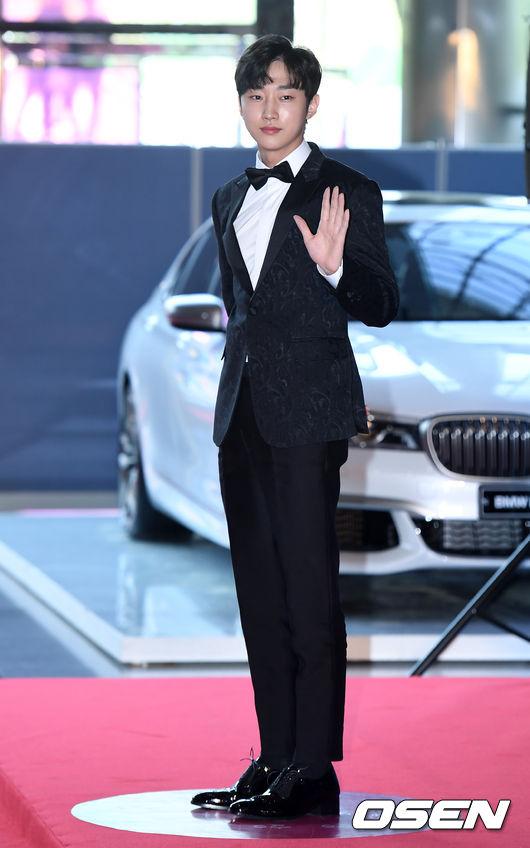 [사진]진영, '손만 들어도 폼나네'