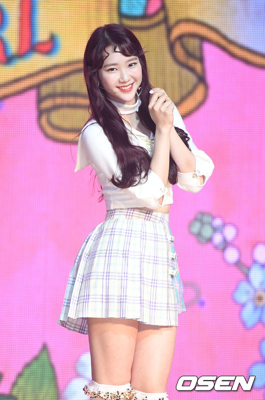 Oh My Girl's Jiho injured ankle in dance practice ahead of comeback, will take break from immediate activities